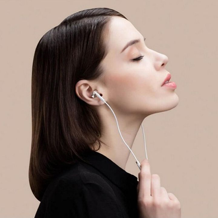 Xiaomi Mi In-Ear Headphones Gold_1.jpg